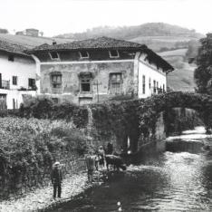 Fiesta del rbol en zeanuri ni os mis museos - Casa arbol zeanuri ...